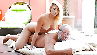 Aria Logan & Albert anent Grandpa Got Me Sloppy - 21Sextreme