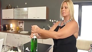 Hausfrauen Line